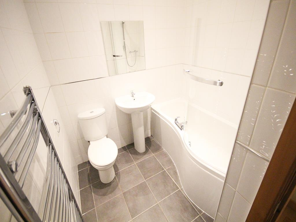 2 bedroom apartment For Sale in Colne - IMG_1350.jpg